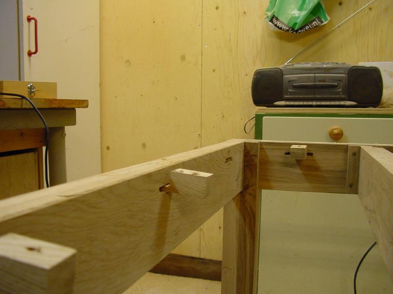 Tafelpoot bevestigen for Tafelblad maken